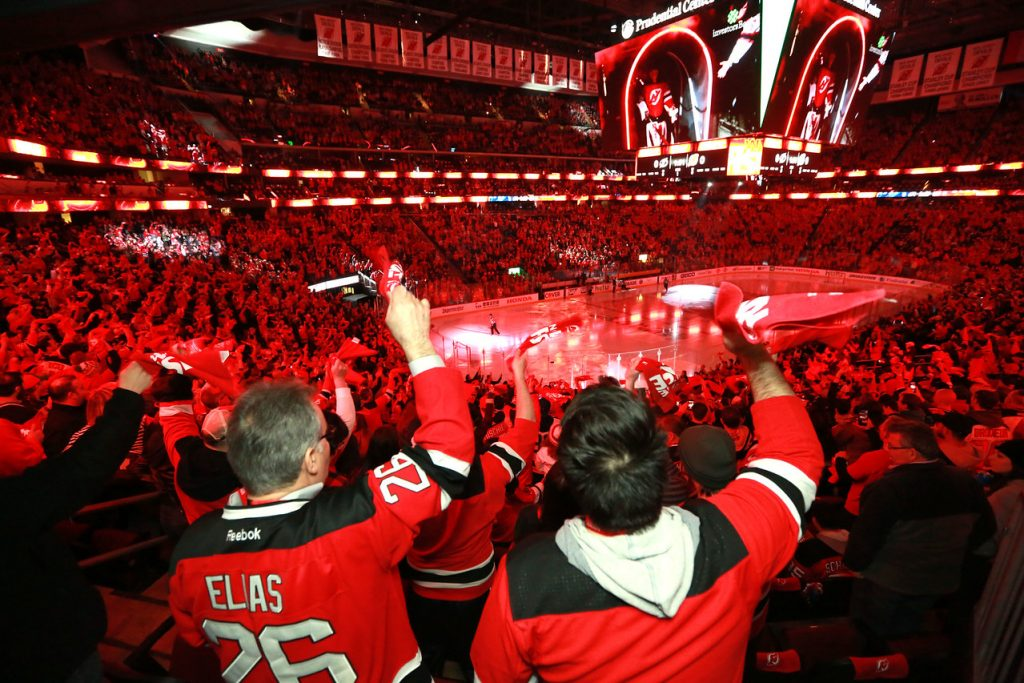 HipNJ Cheers On The New Jersey Devils