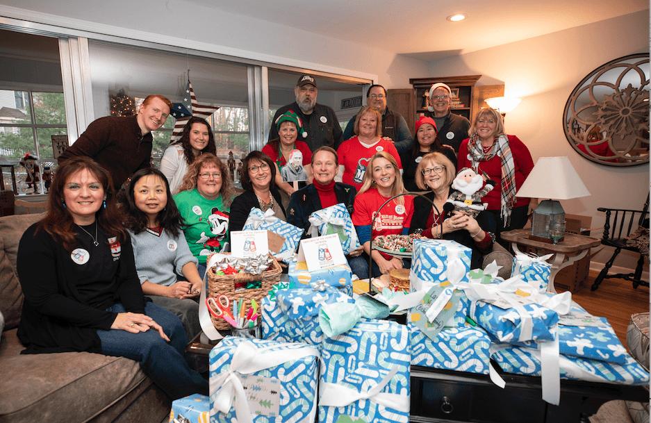 Carson Kressley & the NJ Military Mamas Holiday Gift Wrapping